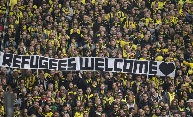 Large_refugeeswelcomedortmund-800x600